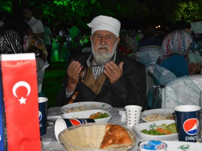 Vali Bektaş, Şehit Yakınları Ve Gazilerle İftar Yemeğinde Buluştu