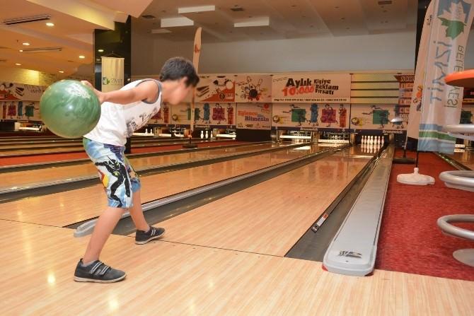 İzmit Belediyesi Yetim Çocuklar İçin Bowling Turnuvası Düzenledi