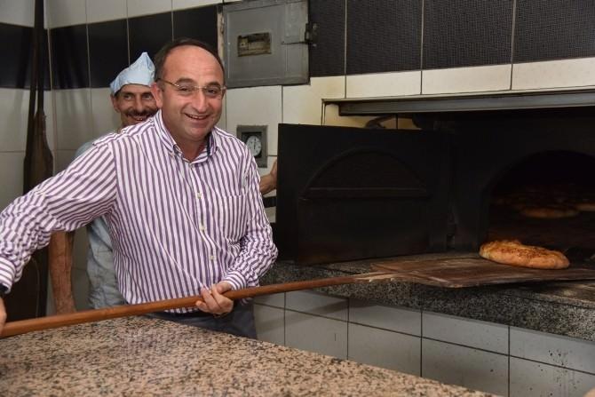 Ramazan Pideleri Üzülmez'in Elinden
