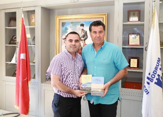 Başkan Kocadon'dan İlham Aldı, İki Kitap Yazdı