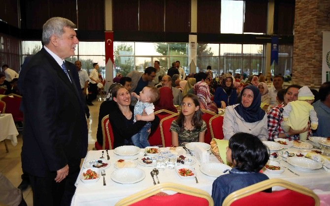 Başkan Karaosmanoğlu Dünya Yetimler Günü İftarına Katıldı