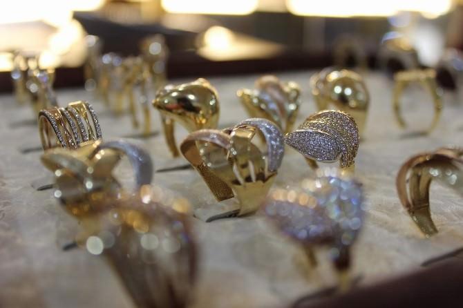 Sahte Yüzüğü Gerçek Diye Sattılar