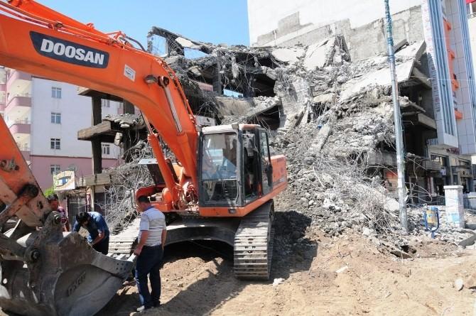 Van'da Binaların Yıkımı Sürüyor
