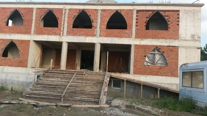 Kelebek Çayırı Camii İbadete Açılmak İçin Yardım Bekliyor