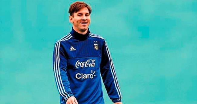 Lionel Messi bir ilk peşinde koşuyor
