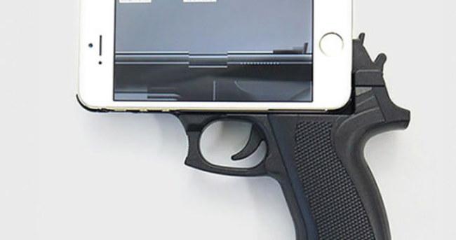 Silah şeklindeki iPhone kılıfı polisin başına iş açtı