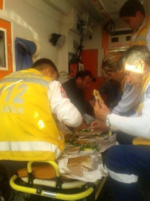 Ambulansta Lahmacun Ziyafeti