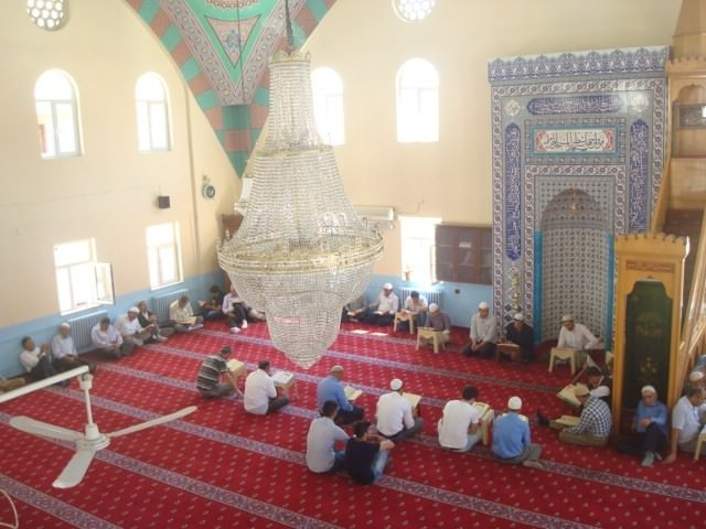 Hakkari'deki Camiler'de Okunan Mukabele'ye Yoğun İlgi
