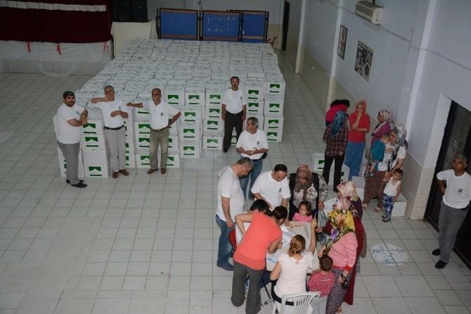 Osmaniye Belediyesi İhtiyaç Sahibi Vatandaşlara Gıda Yardım Paketi Dağıtıyor