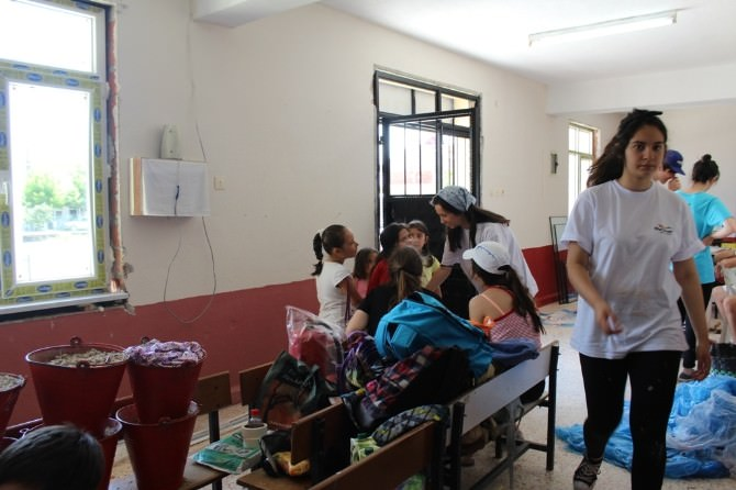 Tatil Yerine Köy Okuluna Destek