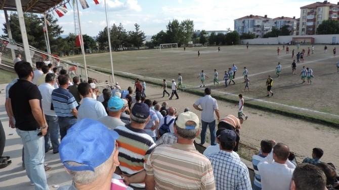 Futbolcular Birbirine Girdi: 2 Yaralı