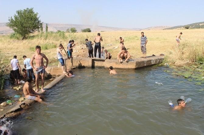 Sıcaktan Bunalan Vatandaşlar Su Kaynaklarına Koştu