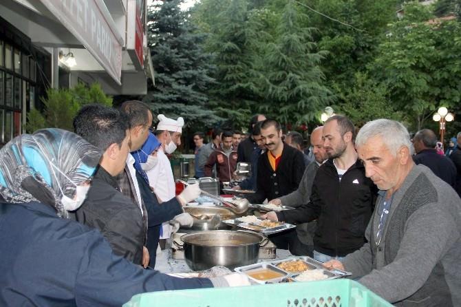 Gümüşhane Belediyesinin Aşevine Vatandaşlar Yoğun İlgi Gösteriyor
