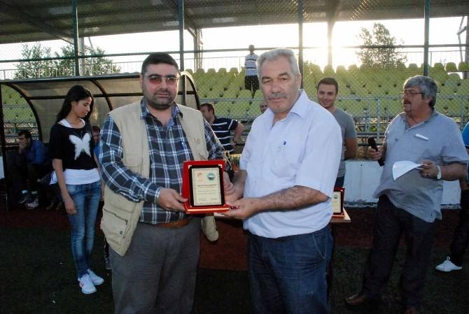 KKDGC 2. Başkanı Daşdelen'e Turnuvaya Katkılarından Dolayı Plaket