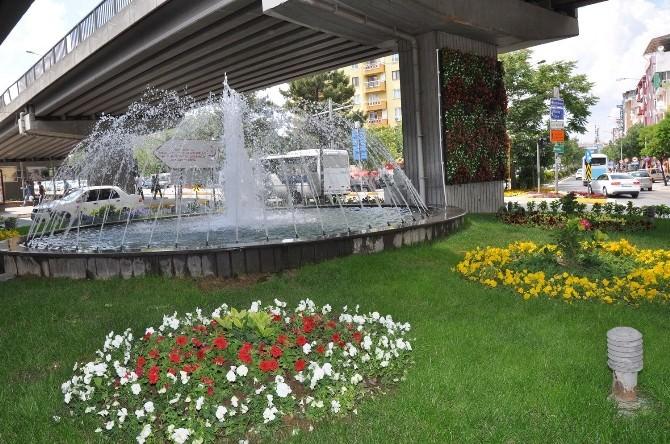 Uşak'ta Köprülü Kavşak Çiçekler İle Rengarenk