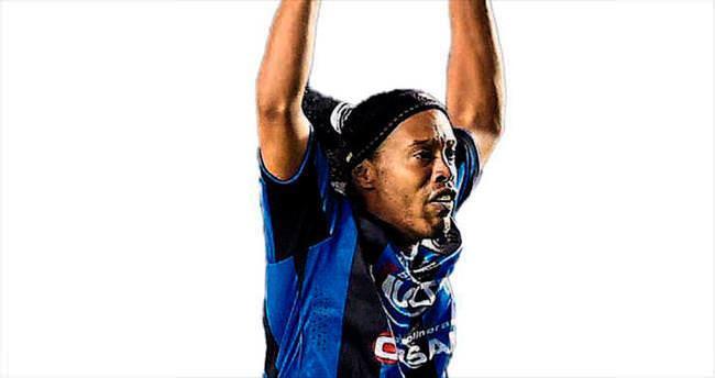 Ronaldinho askıda