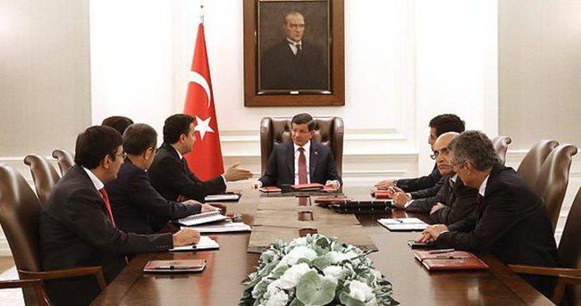 Başbakan Davutoğlu ekonomi kurmaylarıyla buluştu