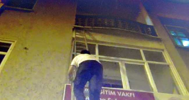 İtfaiye merdiveniyle polis baskını!
