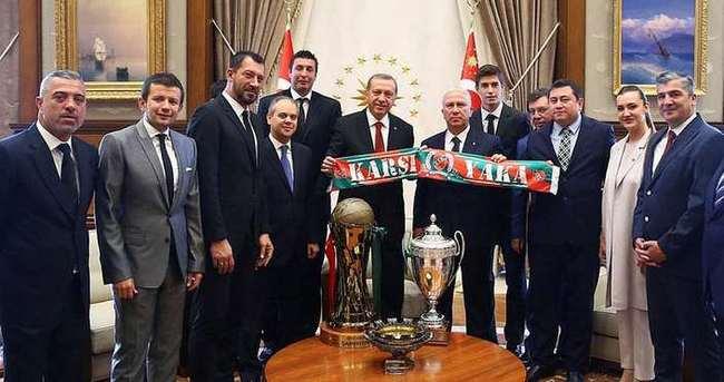 Cumhurbaşkanı'ndan Karşıyaka'ya salon müjdesi