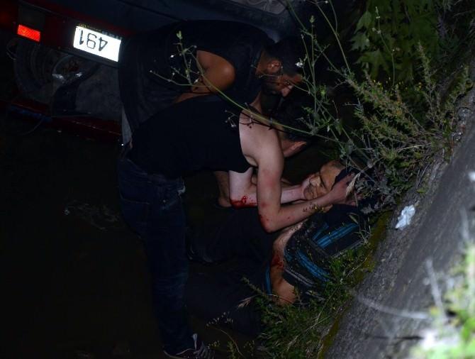 Otomobil Dereye Uçtu, Baba Ve Oğlu Ağır Yaralandı