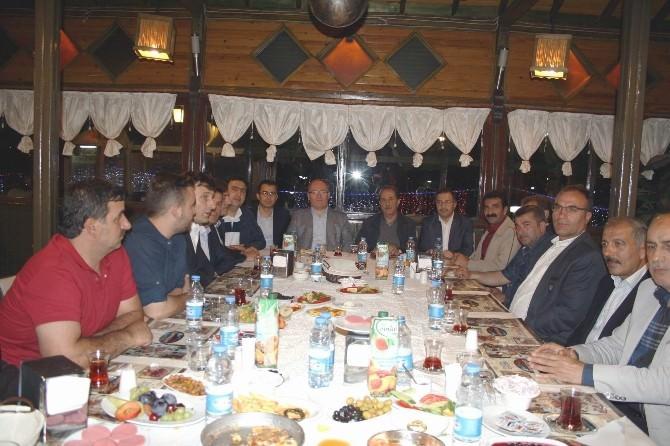 AK Parti, Esnaf Teşkilatı İle Sahurda Bir Araya Geldi