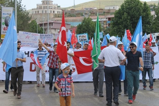 Bayburt Uygur Türkleri İçin Yürüdü