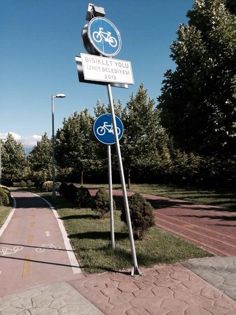 Belediye Bisiklet Tabelalarına Hasar Verenleri Uyardı
