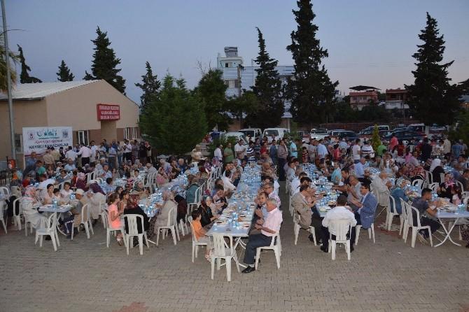 Şehzadeler Belediyesi İftar Sofrasını Karaoğlanlı Mahallesi'nde Kurdu