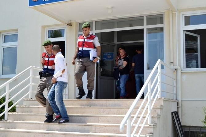 Jandarma Oto Hırsızlarını Yakaladı