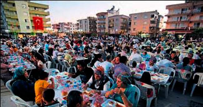 Menderes'te iftar sofraları dopdolu