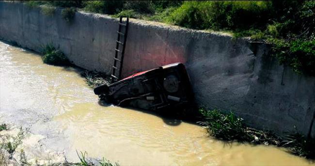 Mamak'ta otomobil kanala uçtu: 1 yaralı