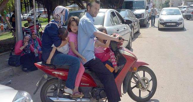 Bir motosikletle 5 kişi bindiler