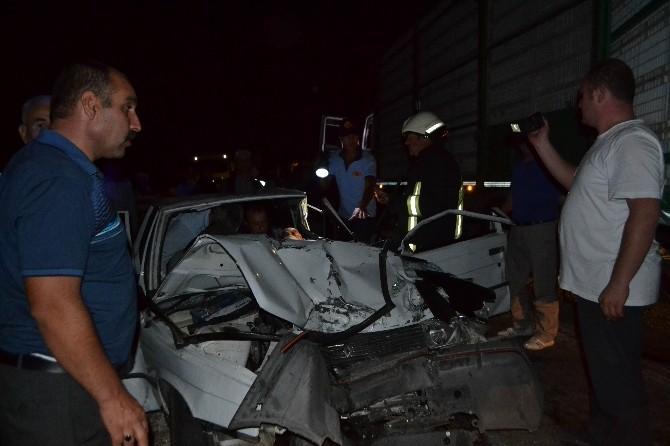 Tavuk Kamyonu Otomobille Çarpıştı: 1 Ölü