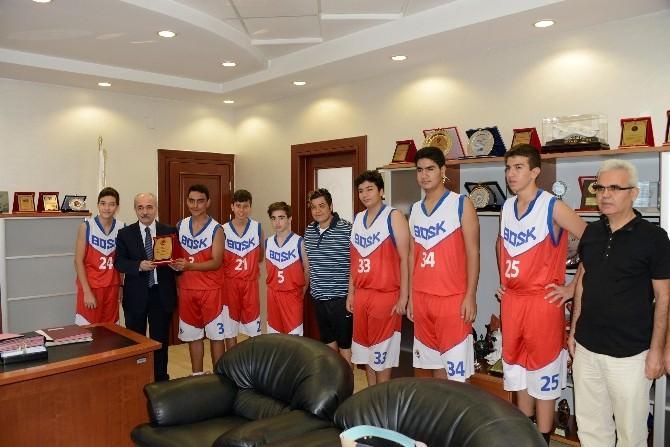 Başarılı Genç Basketbolculardan Başkan Genç'e Teşekkür