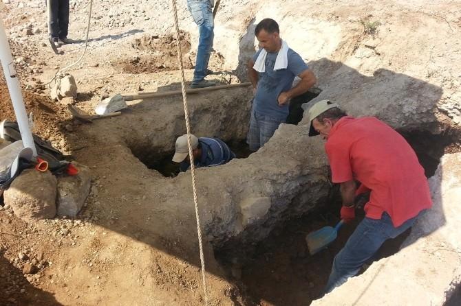 İnşaat Alanında Bulunan Kaya Mezarlarında Kurtarma Kazısı Başladı