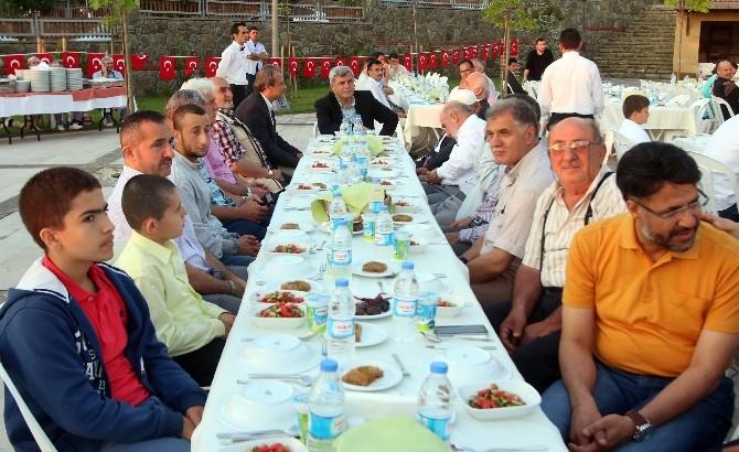 Başkan Karaosmanoğlu, Hafızlarla İftarda Biraraya Geldi