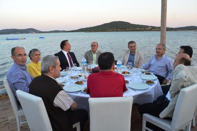 Komili, Zeytin Ve Zeytinyağı Sektörünü Ayvalık'taki Geleneksel İftar Yemeğinde Buluşturdu