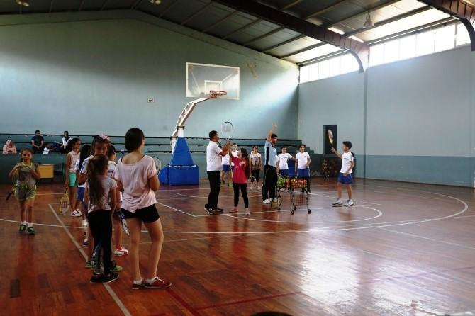 Serdivan Yaz Okulları'nda Tenis Ve Voleybol Eğitimleri Başladı