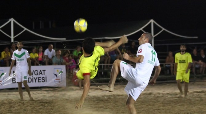 Manavgat'ta Plaj Futbolu Heyecanı Başladı