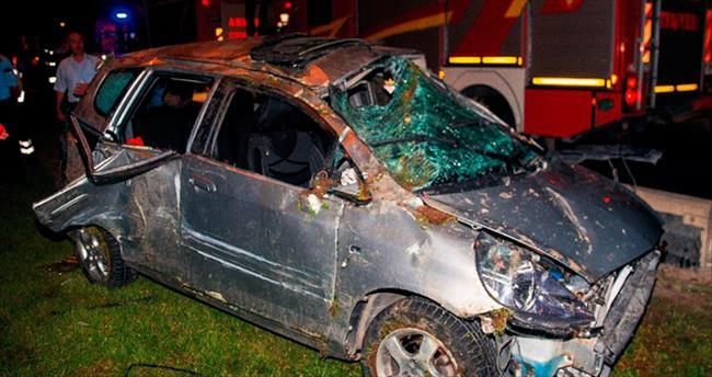 Ambulansın çarptığı otomobil takla attı