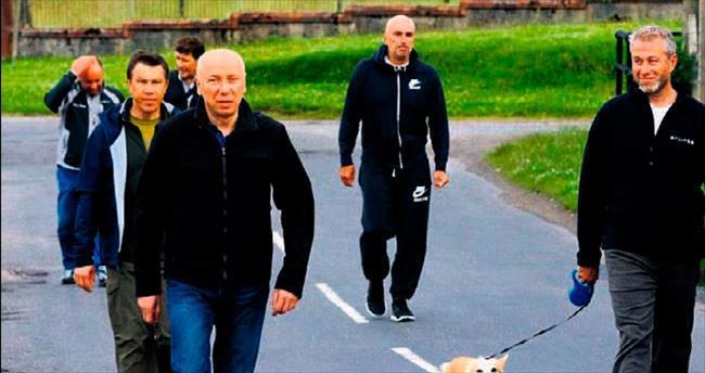 Köpekli yürüyüşe 5 koruma katıldı