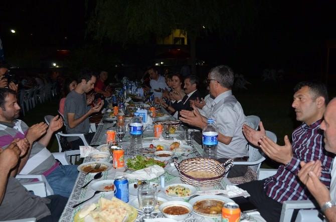 AK Parti Yönetimi Basınla İftarda Buluştu