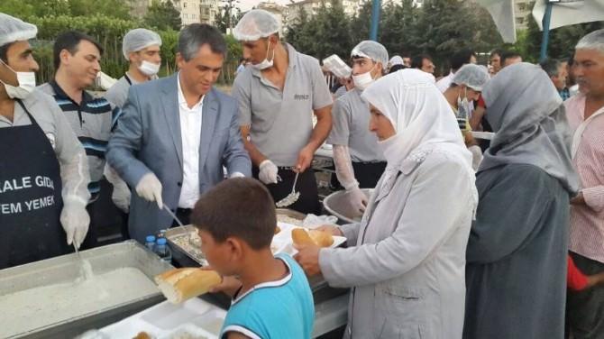 Diyarbakır Büyükşehir Belediyesi Günde 2 Bin Kişiye İftar Ve Sahur Yemeği Dağıtıyor