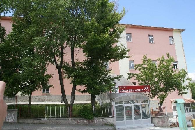 Yozgat'ta Çürük Raporu Verilen Güreş Eğitim Merkezi Yıkılacak