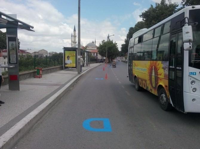 Edirne Belediyesi, Araçlarını Otobüs Duraklarına Park Eden Sürücüleri Uyarıyor
