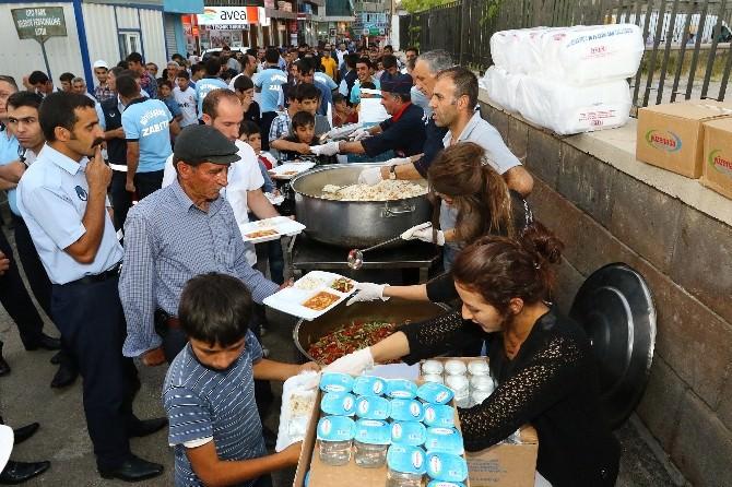 Büyükşehir Belediyesi Çadırında Hergün 2 Bin Kişi İftar Açıyor