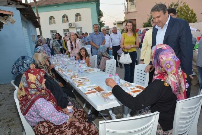 Yunusemre Belediyesi İftar Sofrası Karaali'de Kuruldu