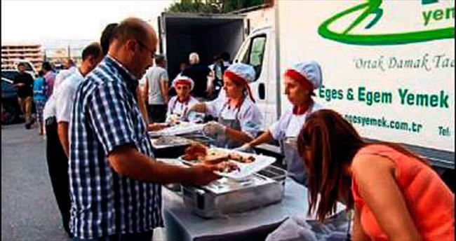 MÜSİAD İzmir'den bin kişilik iftar