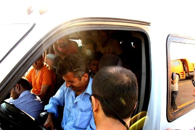 13 Kişilik Araçtan 38 Mülteci Çıktı