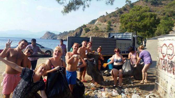 Turmepa Önderliğinde Turistler Çöp Topladı